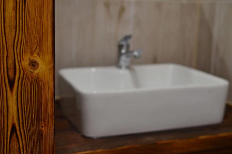 A Morze Ustka łazienka umywalka kran