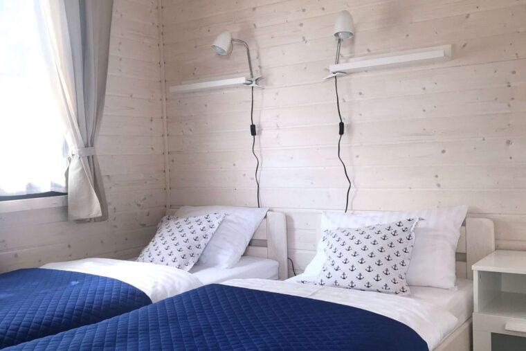 A Morze Ustka sypialnia łóżka z materacem lampki szaqfka