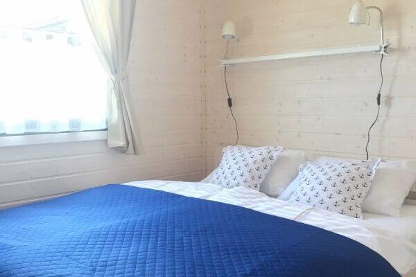 A morze Ustka Sypialnia łóżko okno